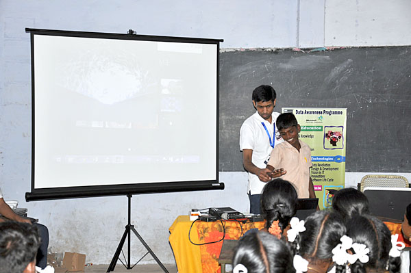 A creative & interactive practical session with Advanced computing to Kadaladi School Student.